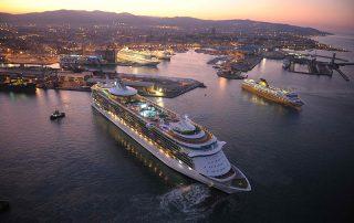 immgine del porto di livorno dall'alto all'alba
